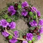 Begravelses krans med lilla nelliker