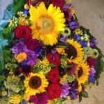 Hjerte til begravelse med sensommerens blomster