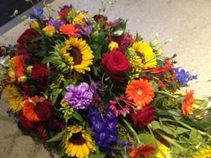 Båredekoration med sensommerens blomster